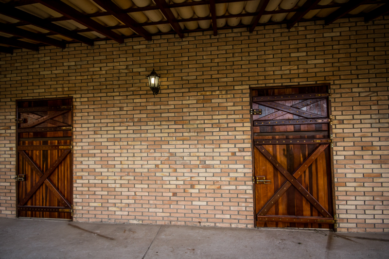 Janelas e Porta para Baias e cocheiras de Cavalos